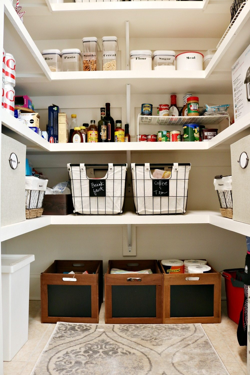 Organize your pantry with containers