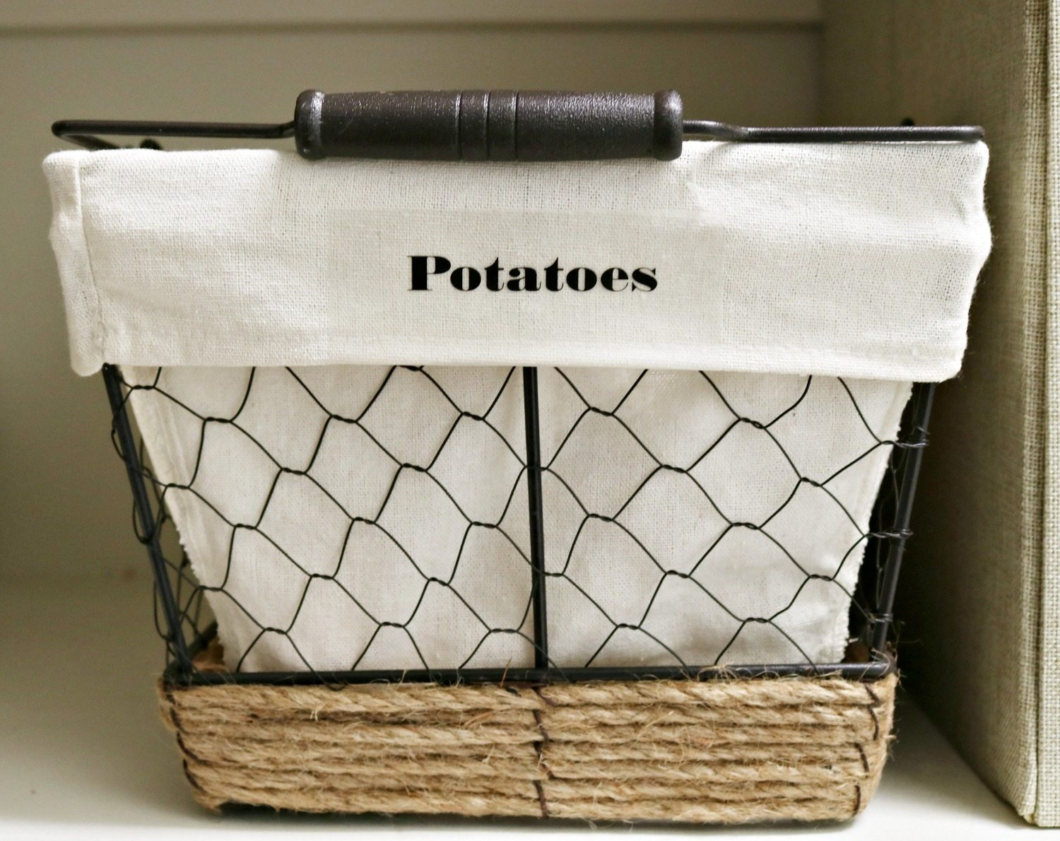 Perfect farmhouse baskets for veggies in the pantry