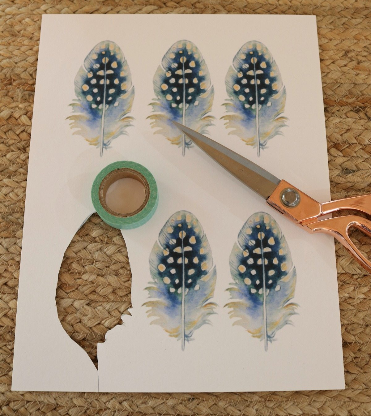 Free feather prints for place cards from Refresh Restyle