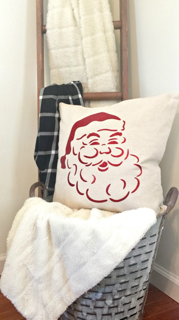 Great vintage Santa pillow at Refresh Restyle