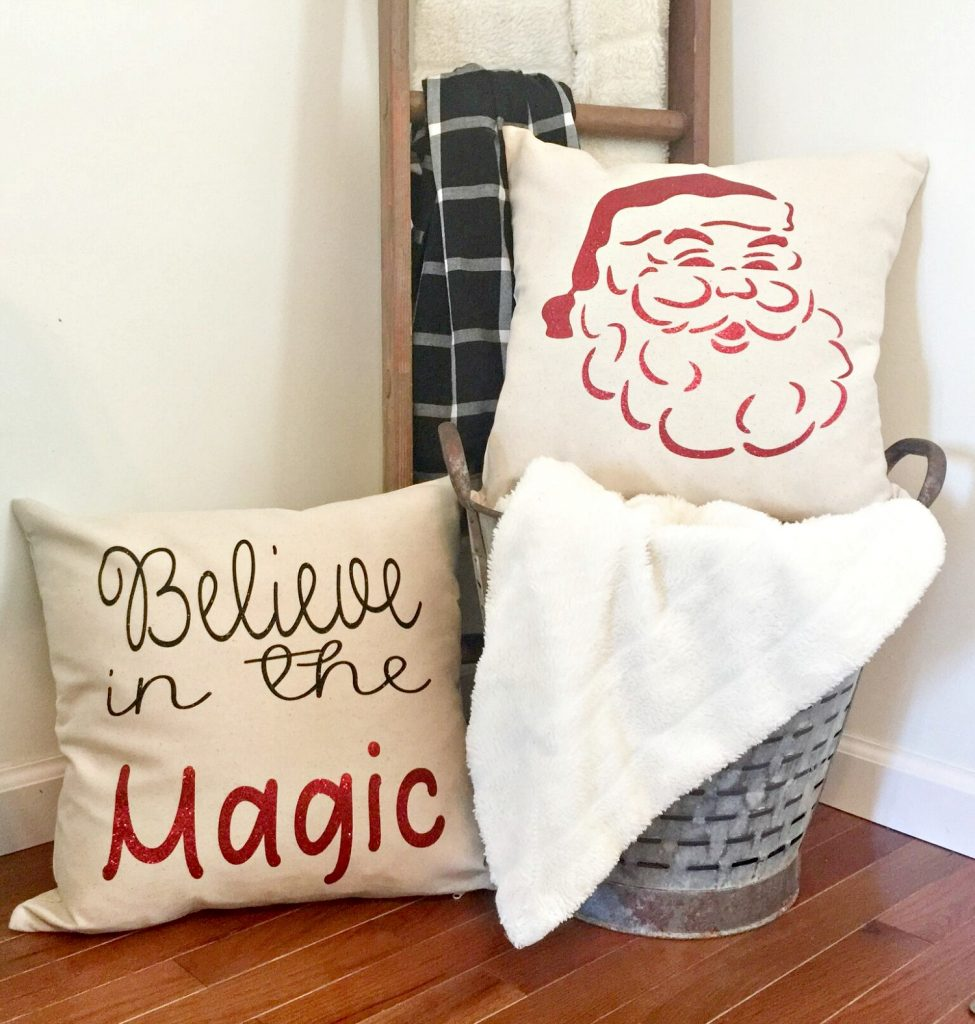 Make these Christmas pillows directions at Refresh Restyle