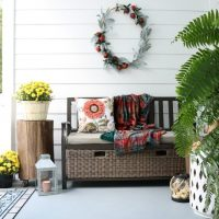 Side yard entry with storage bench for yard toys