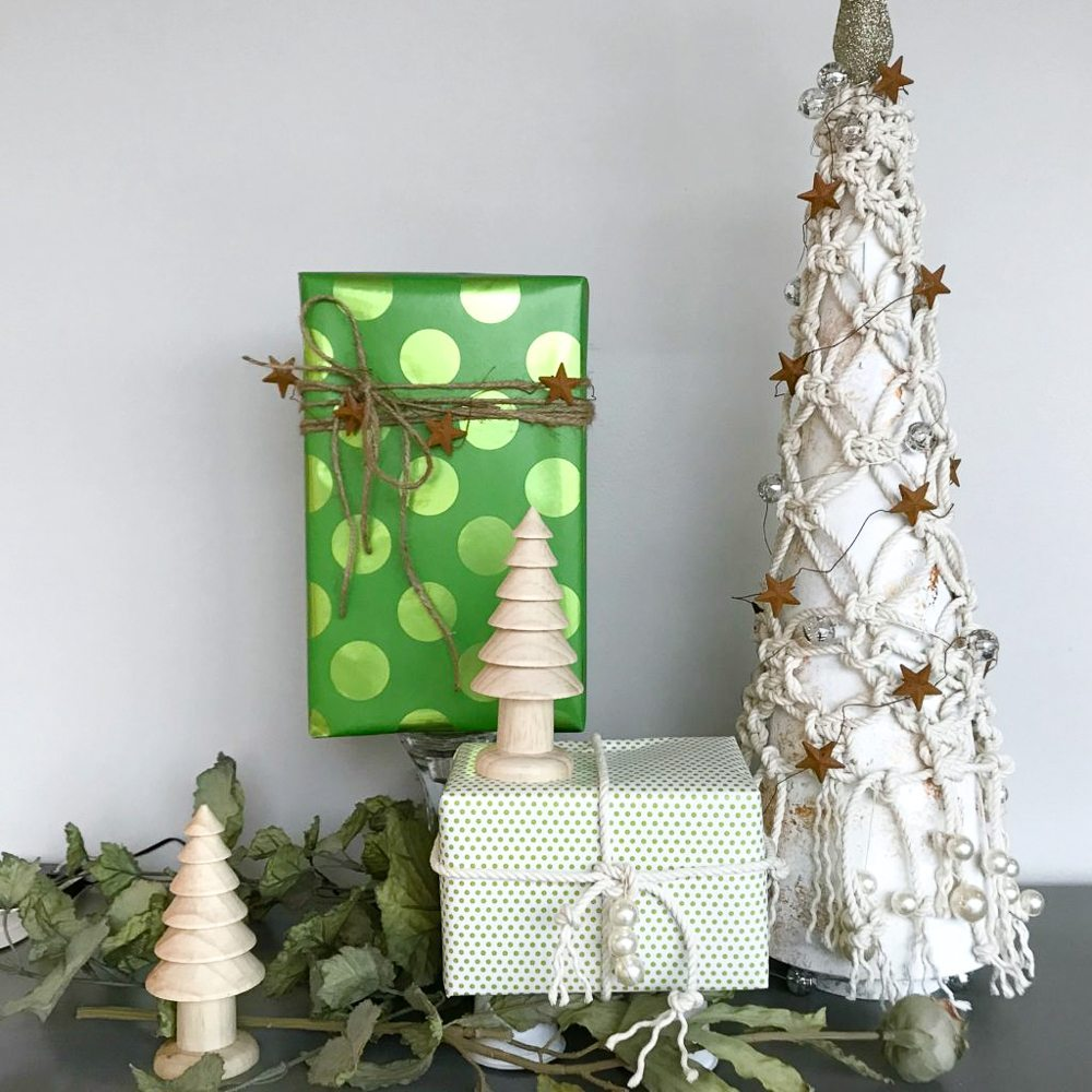 Christmas Tree Inspiration 2017: Green + White Holiday Ideas