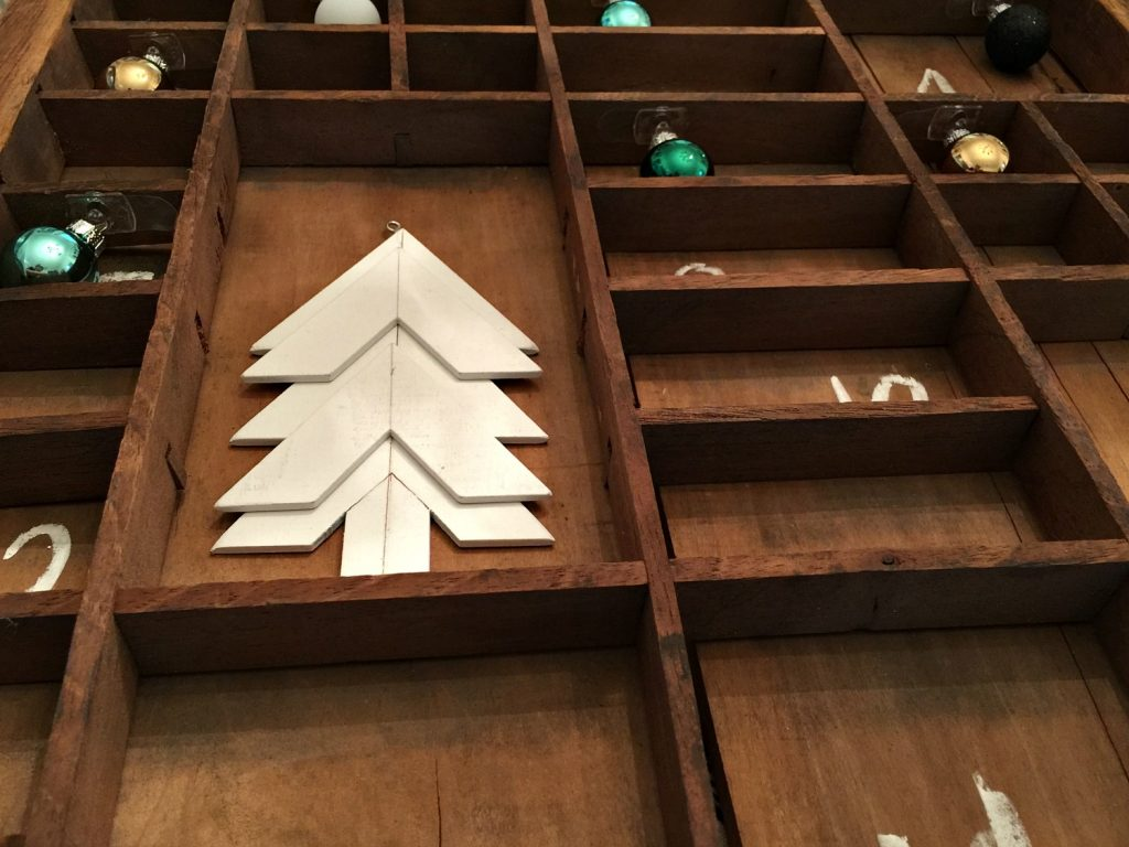 Make a farmhouse rustic advent calendar