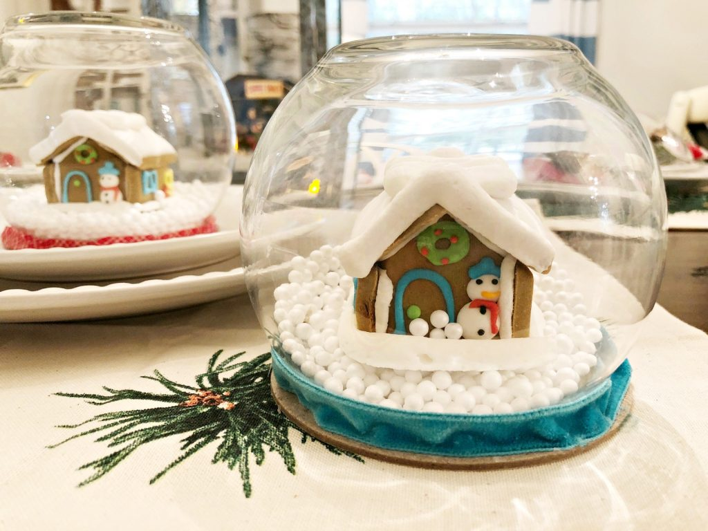 Gingerbread house Snow Globe easy to make