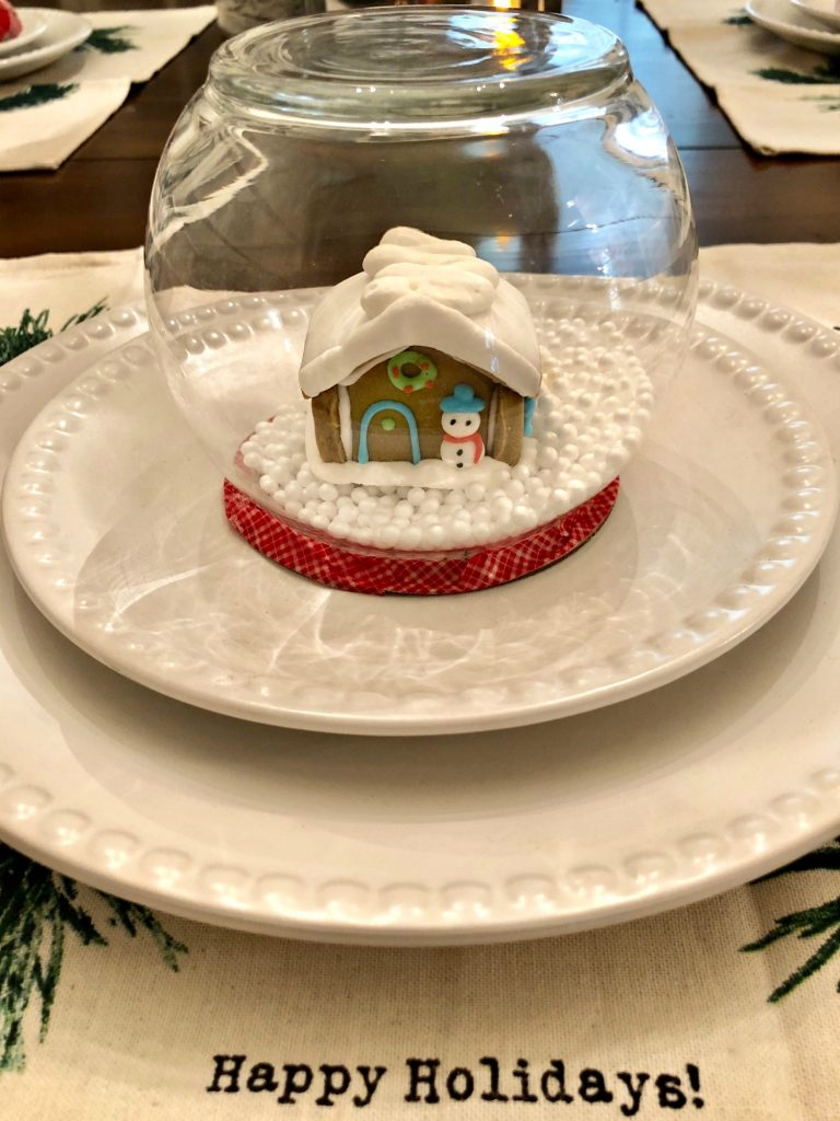 Mini gingerbread snow globe for the Christmas table