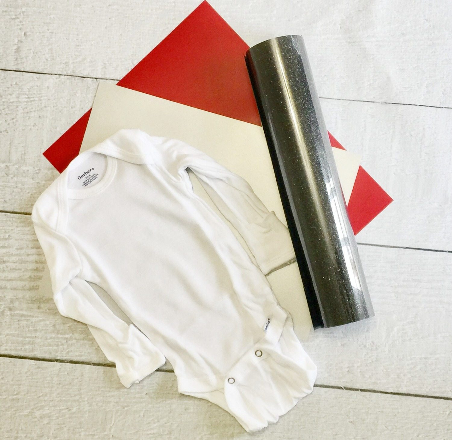 make the cutest Christmas onesie with vinyl