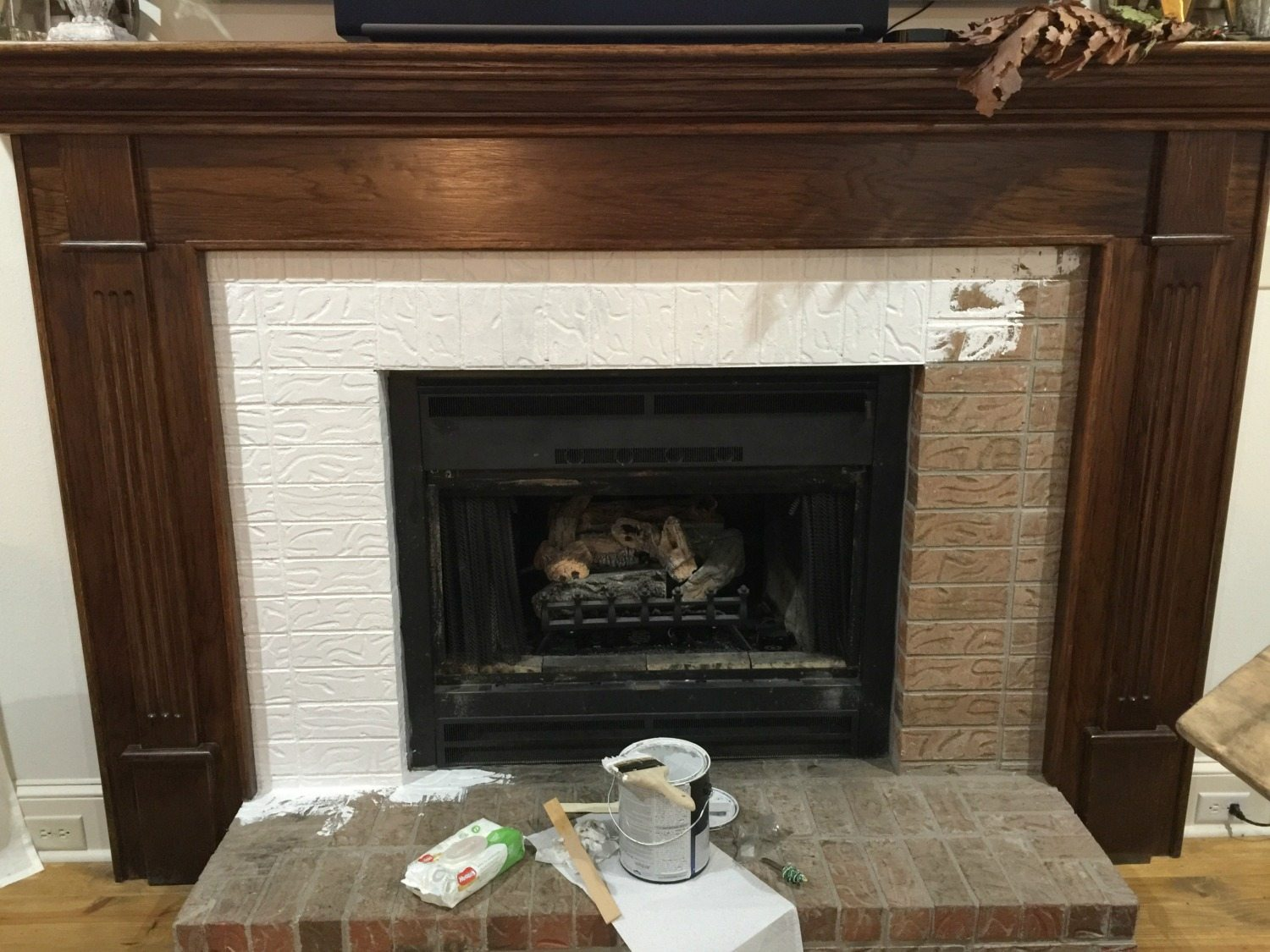 How to paint your fireplace brick mantel refresh restyle painting brick use a stain blocking primer solutioingenieria Gallery