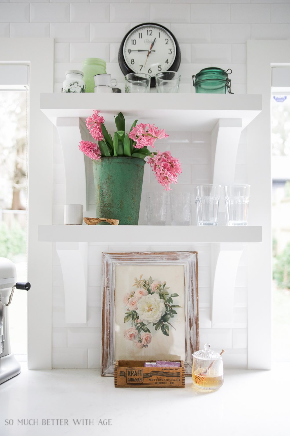 spring-tour-white-kitchen-pink-flowers-104