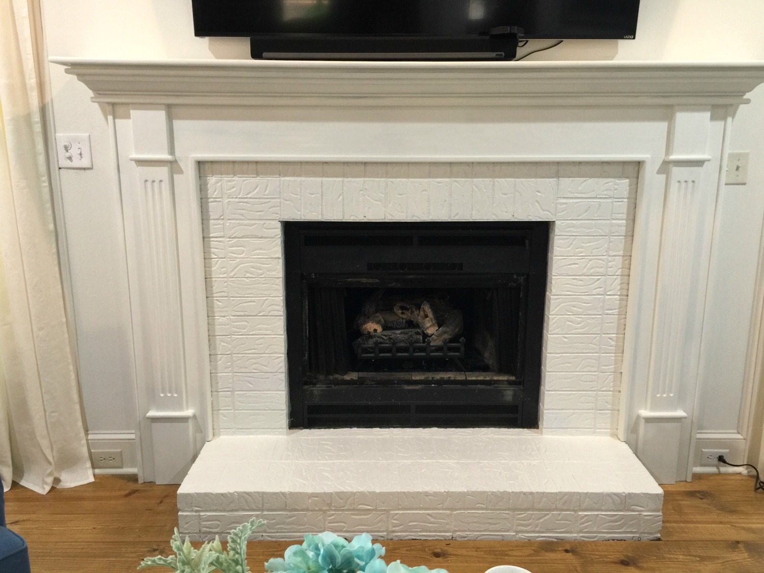 How to paint your fireplace brick mantel refresh restyle two coats of paint solutioingenieria Image collections