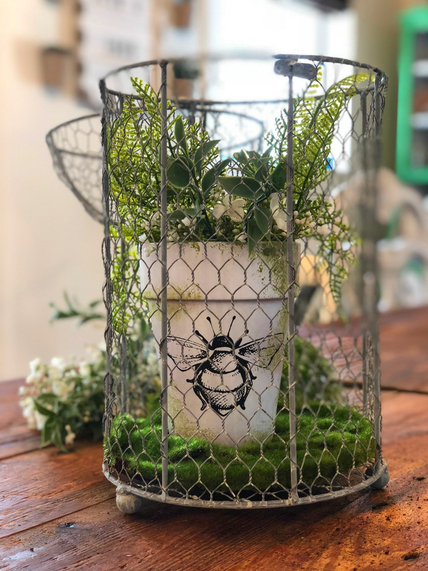 Clay pot DIY bee and moss