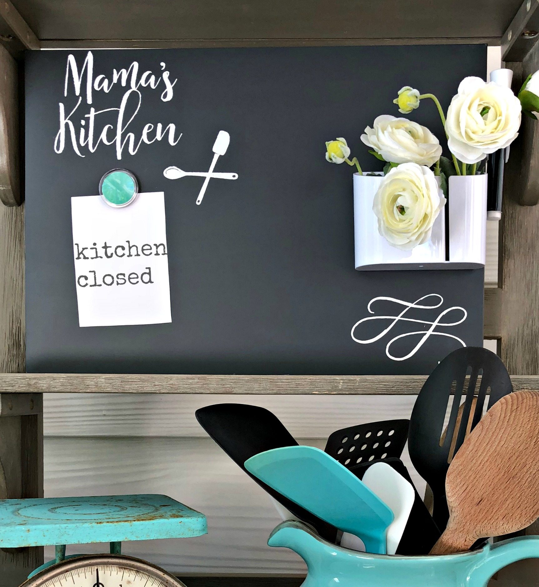Chalkboard art for the kitchen! Mama will love it! Fast and easy. #chalkcouture #chalkboard #chalkart #kitchen