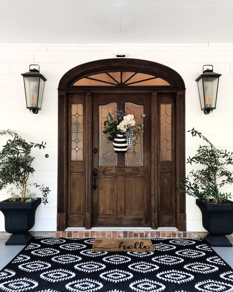 Black and white door decor ideas