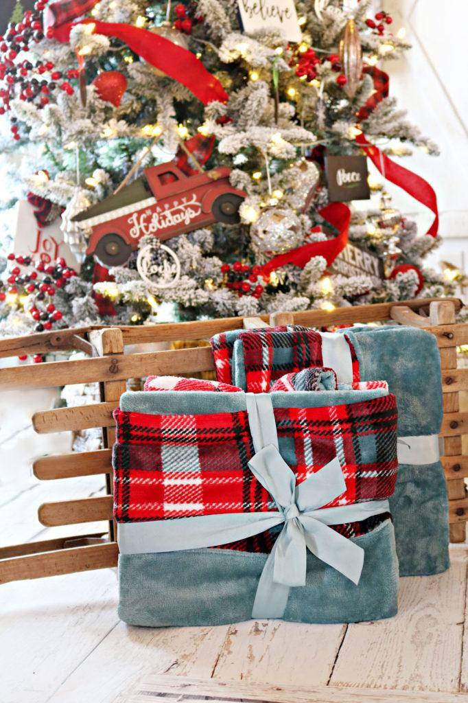 Throw Blankets - Christmas Gift Ideas Under $25
