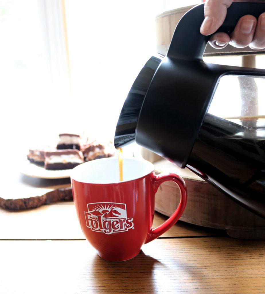 Folgers coffee pour