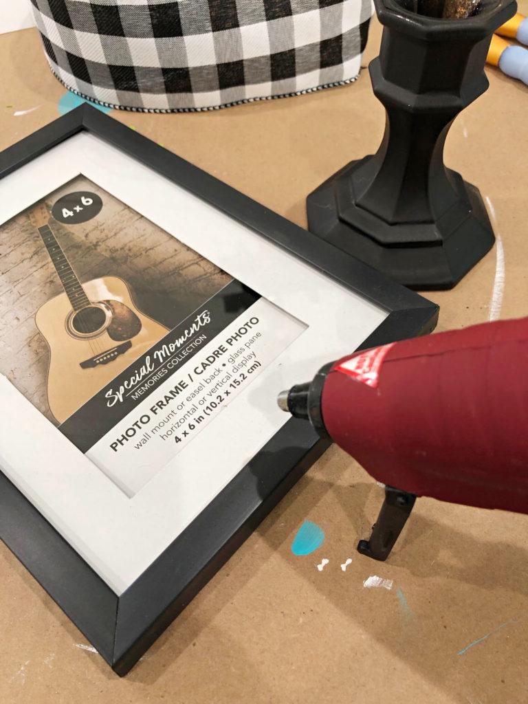 photo frame pedestal - easy DIY idea from dollar tree items