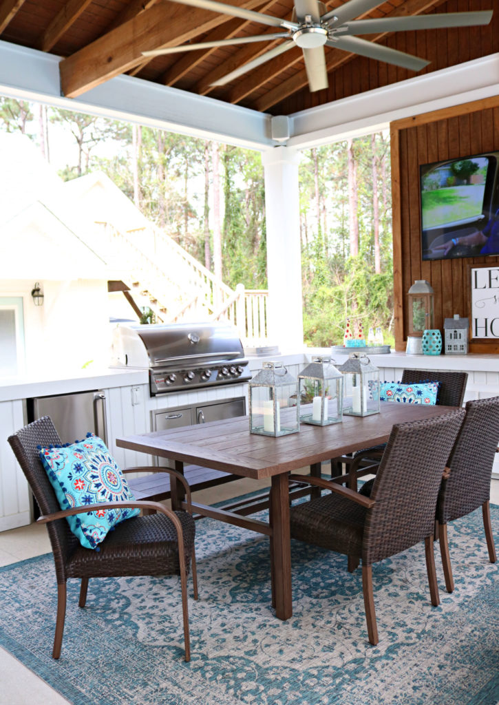 dining space on porch