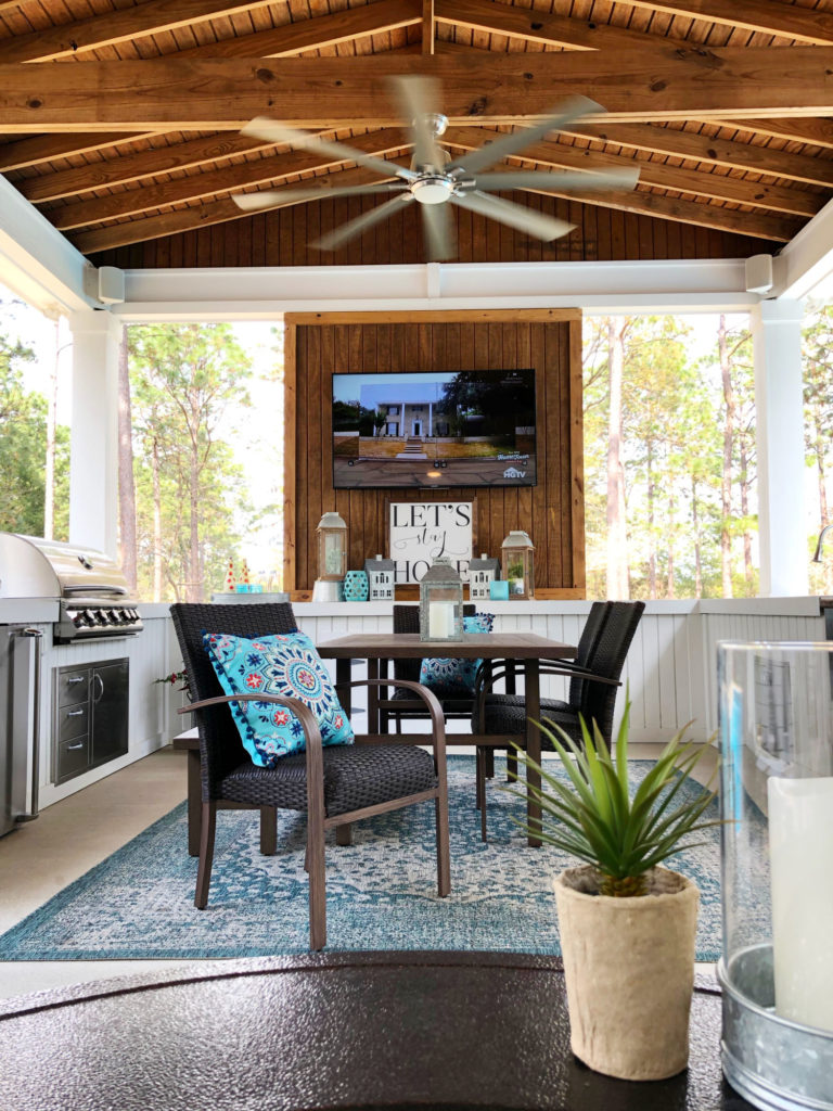 great porch dining space